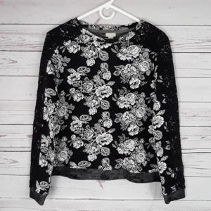 Rose crewneck with lace overlay sleeves Medium